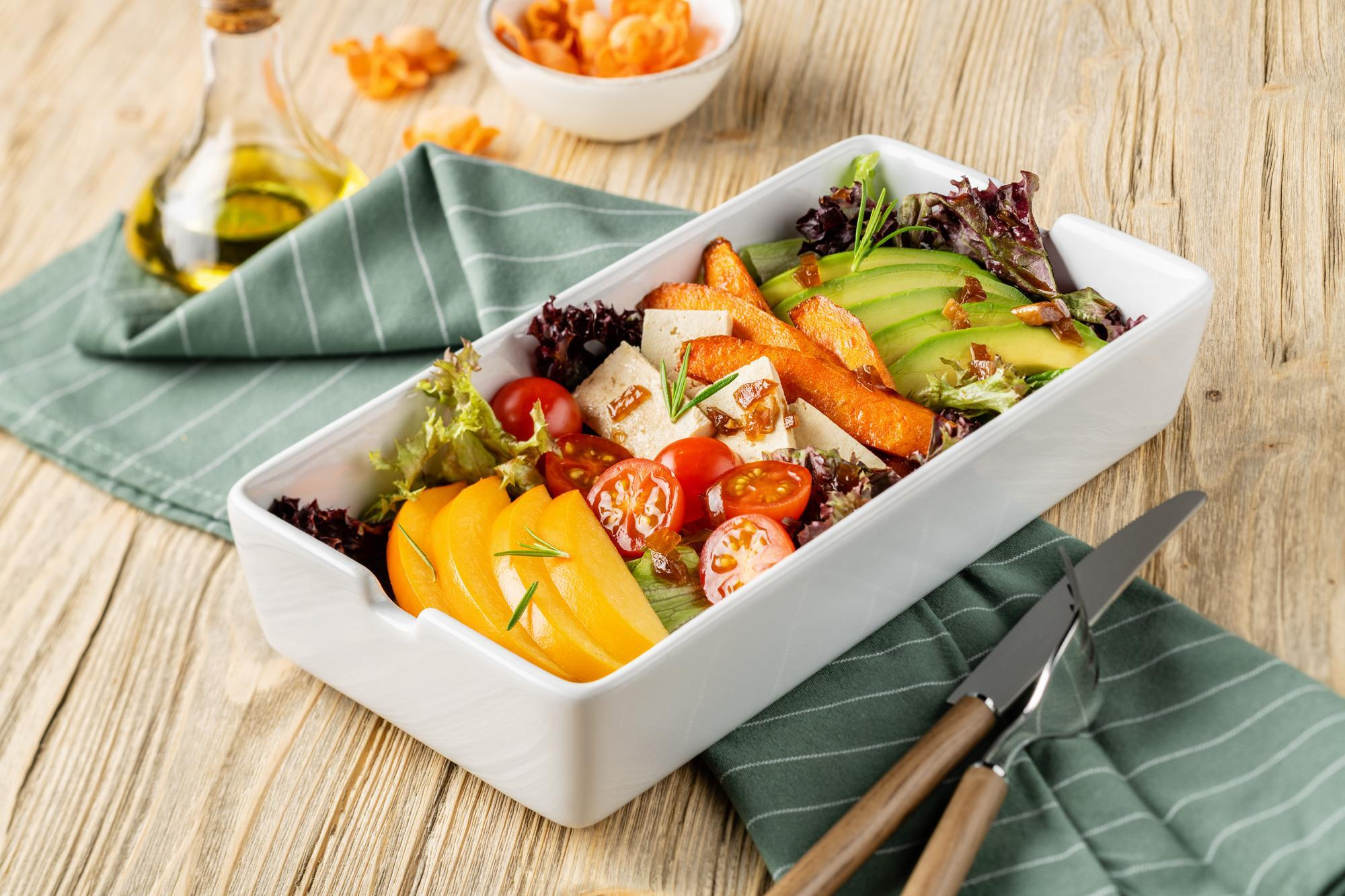 Салат с хурмой и бататом