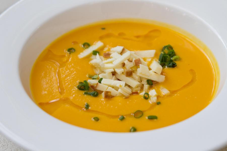 Тыквенный суп с копченым сулугуни