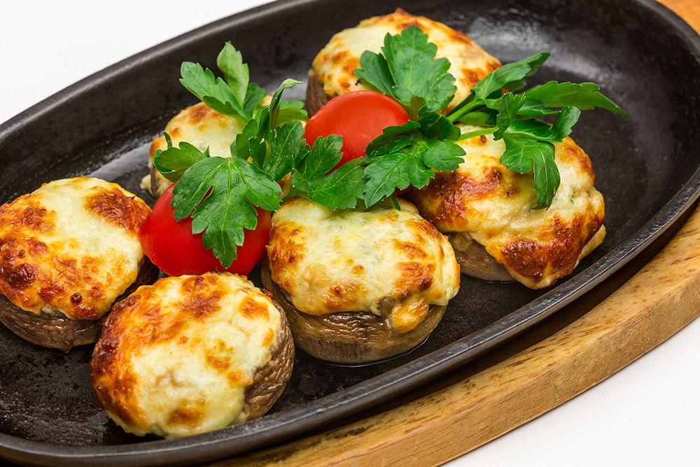 Грибы на кеци с сыром Сулугуни