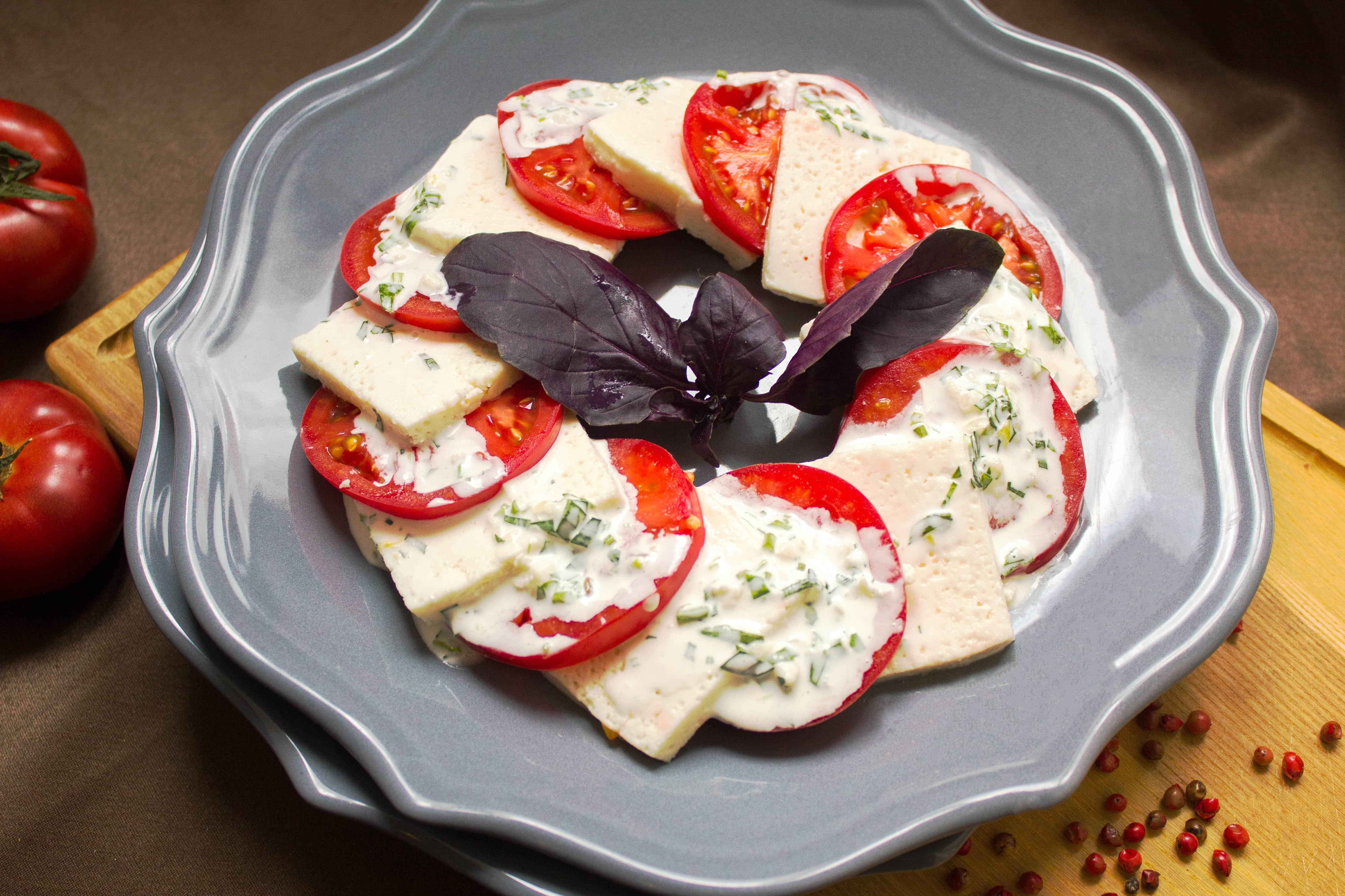 Помидоры с имеретинским сыром