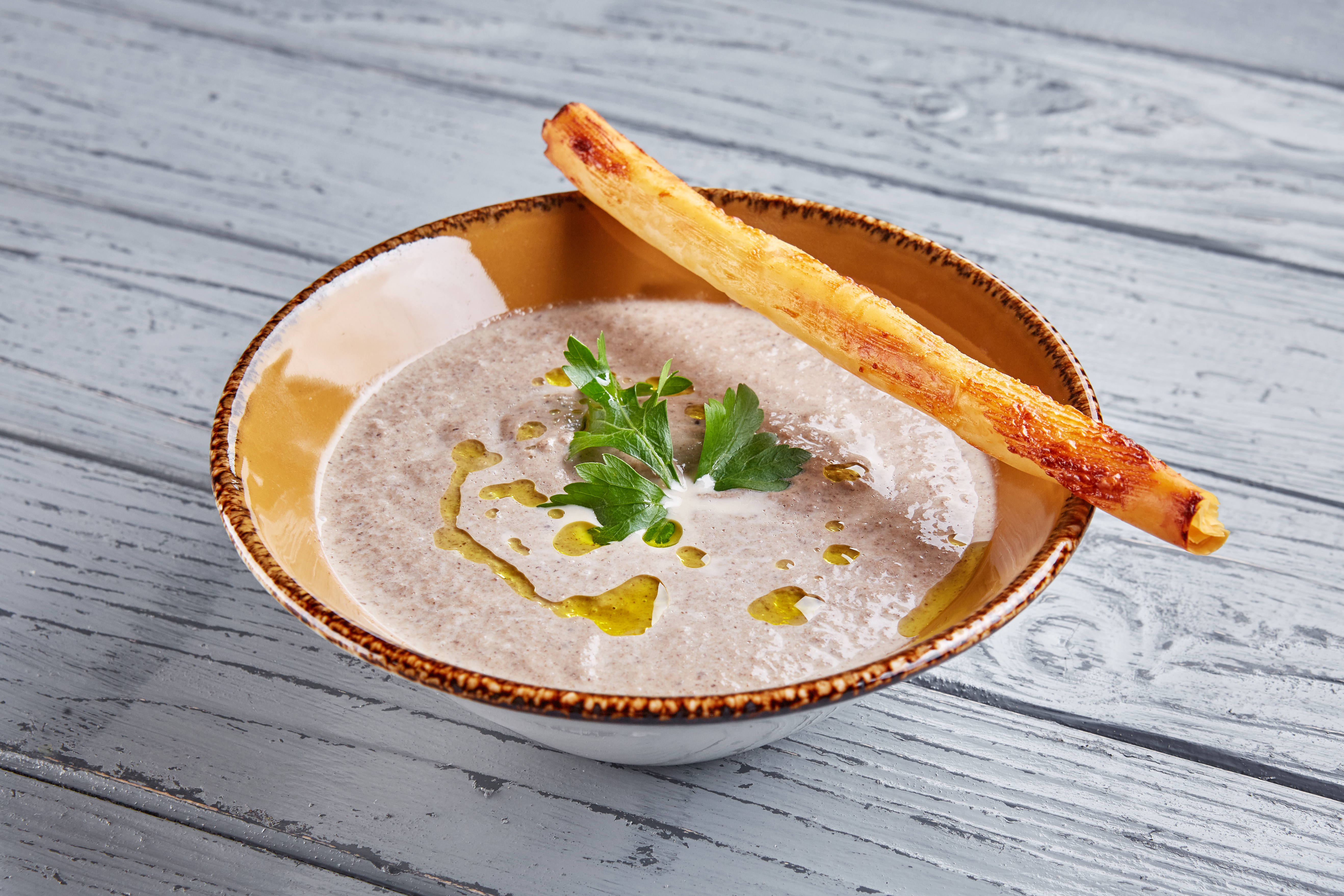 Суп-капучино с шампиньонами, трюфельным маслом и гриссини