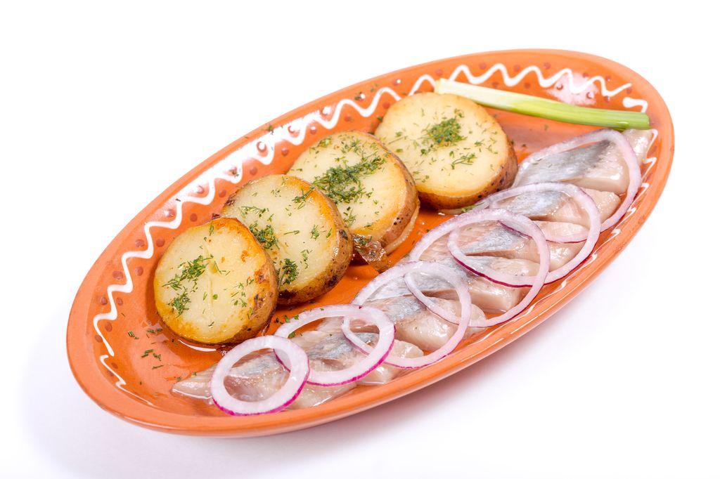 Сельдь с отварным картофелем