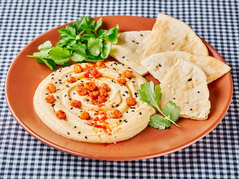 Хумус с постной лепешкой и хрустящим нутом