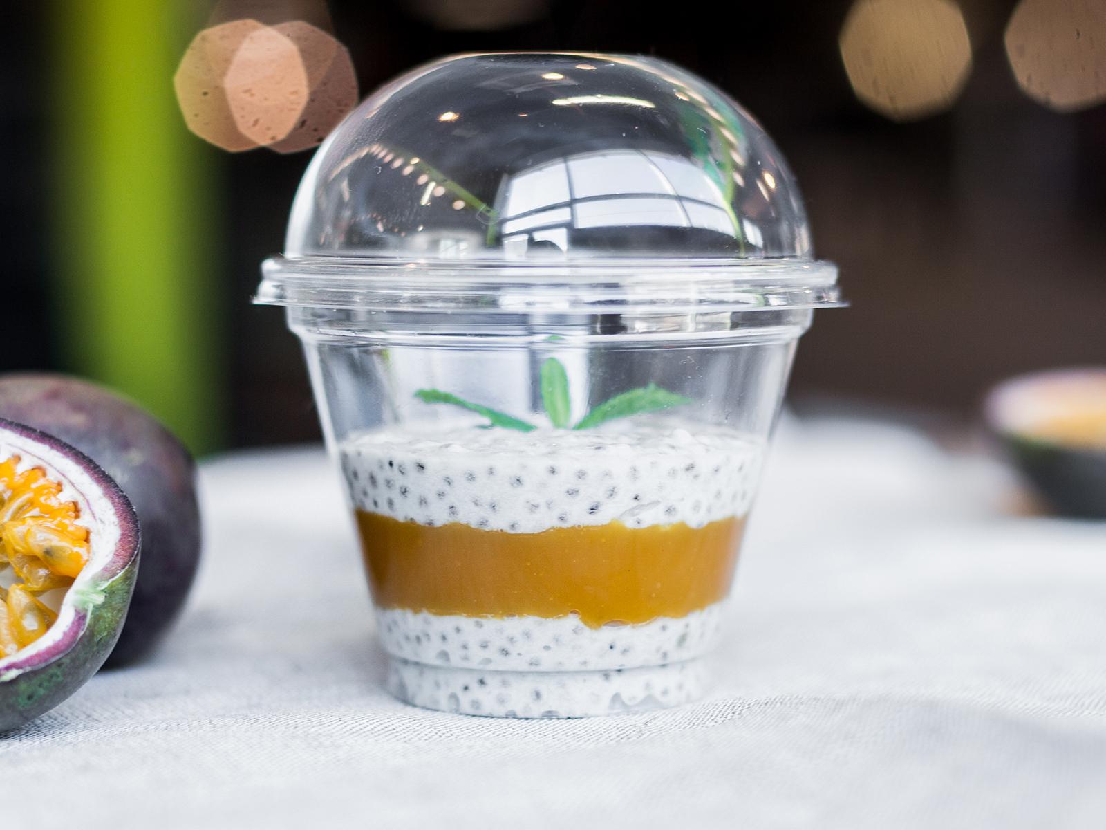 Десерт Чиа пудинг манго маракуйя