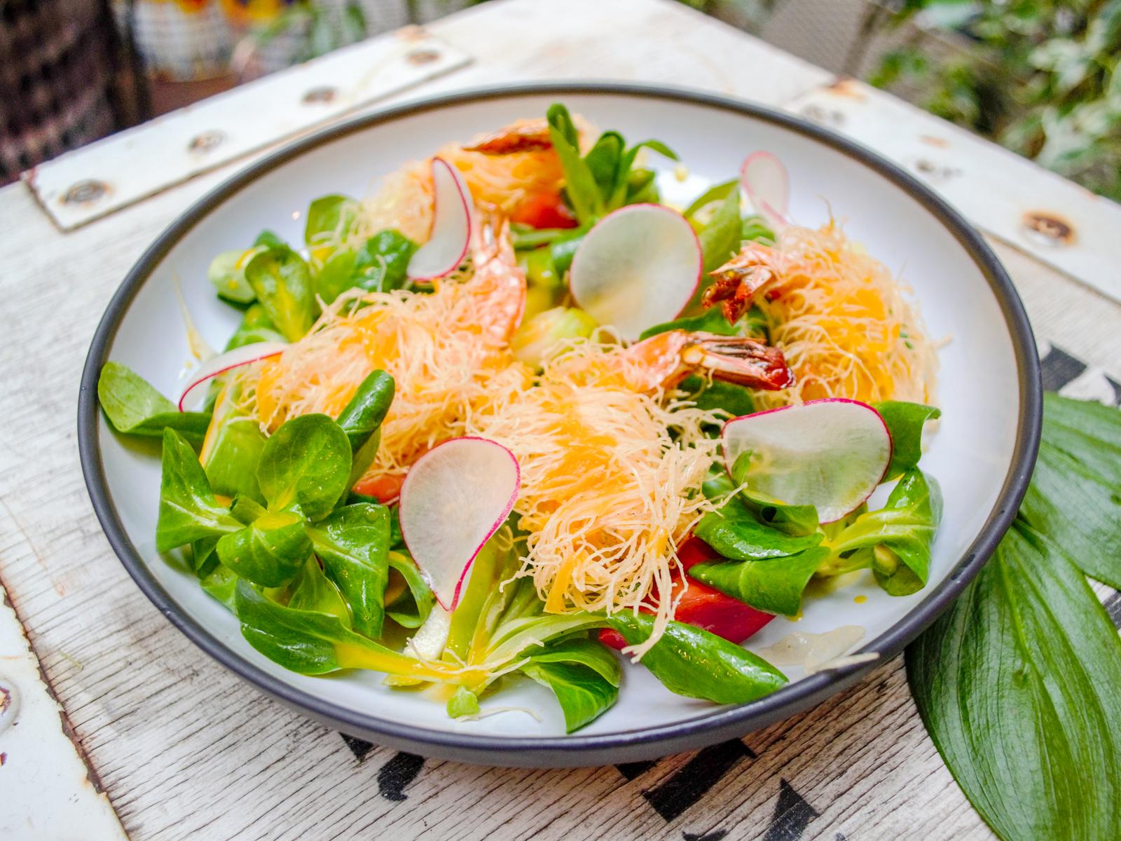 Салат с креветкой и катаифи