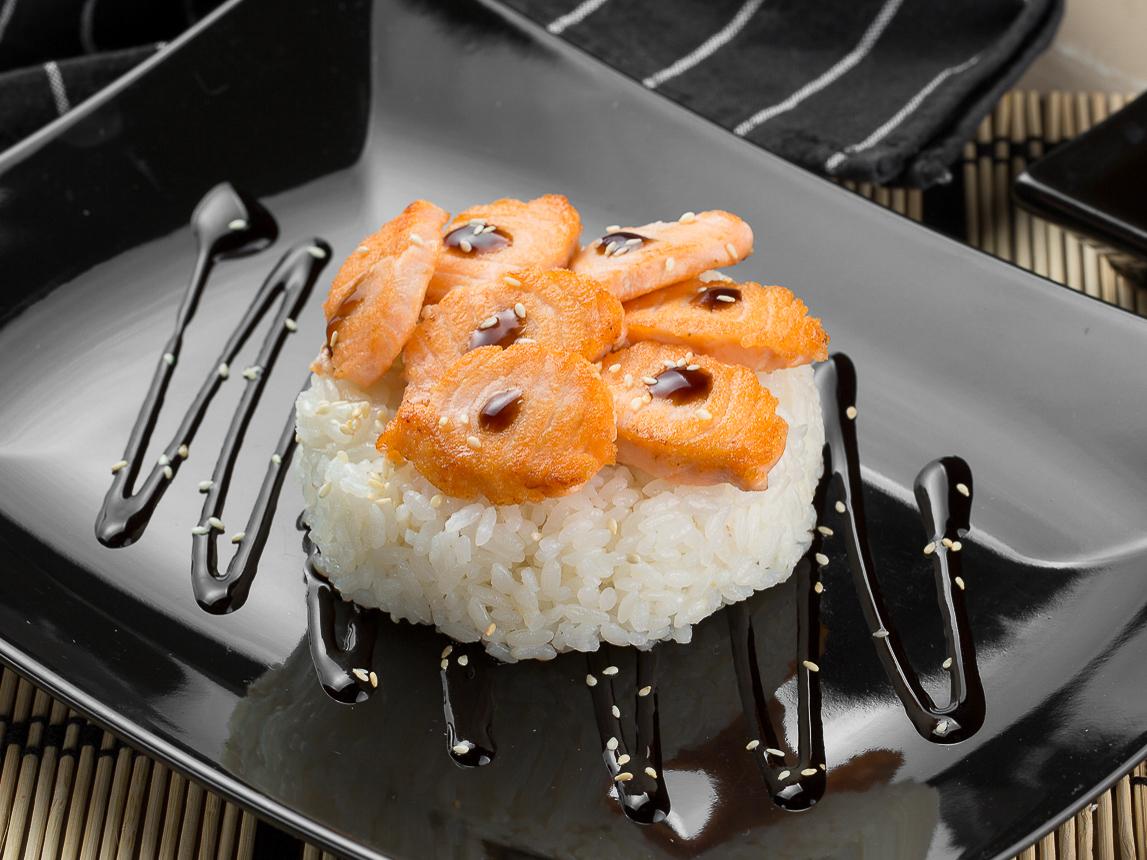 Японский рис с лососем