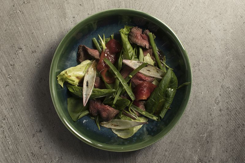 Салат с ростбифом и страчателлой
