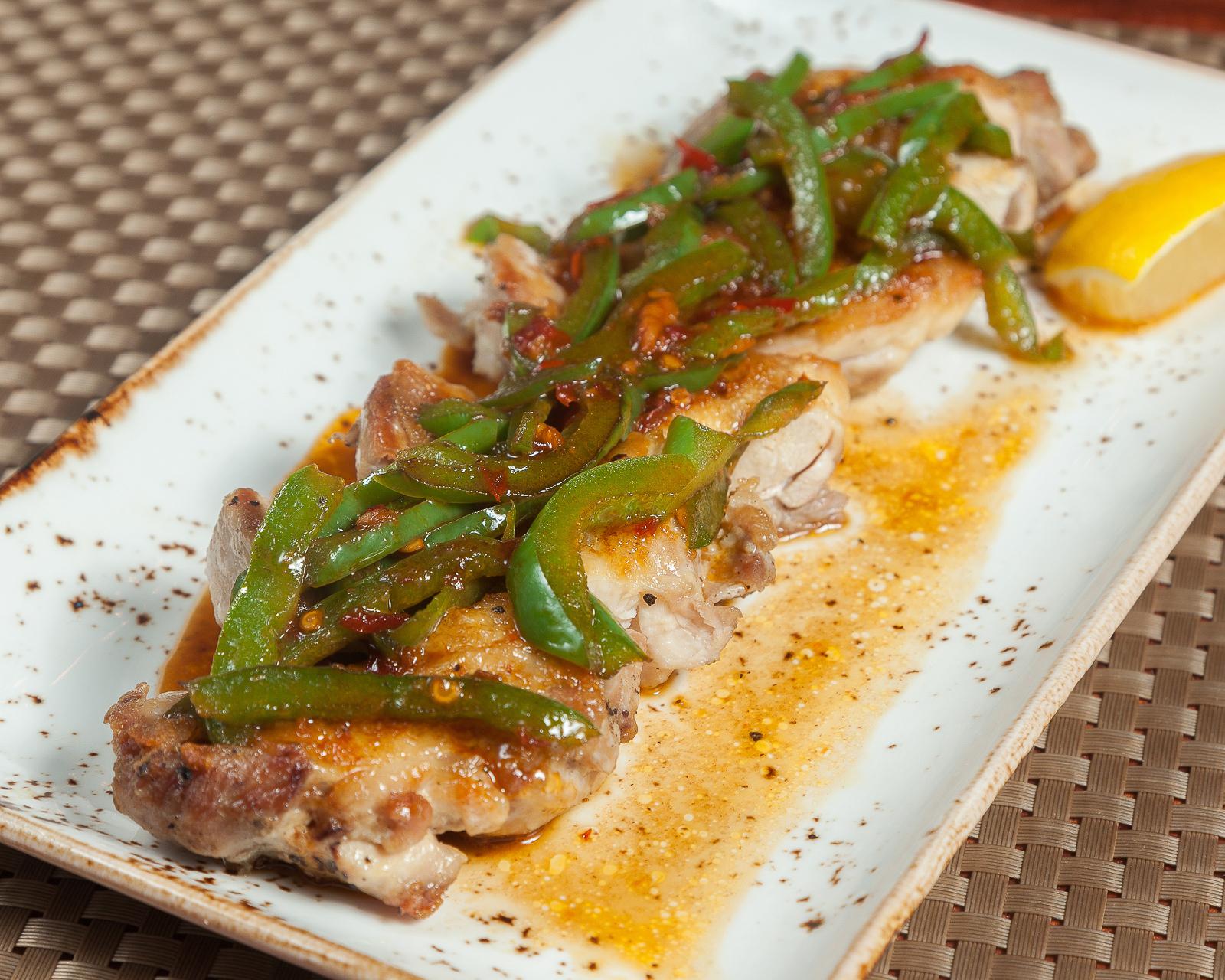 Курица жареная с зеленым перцем
