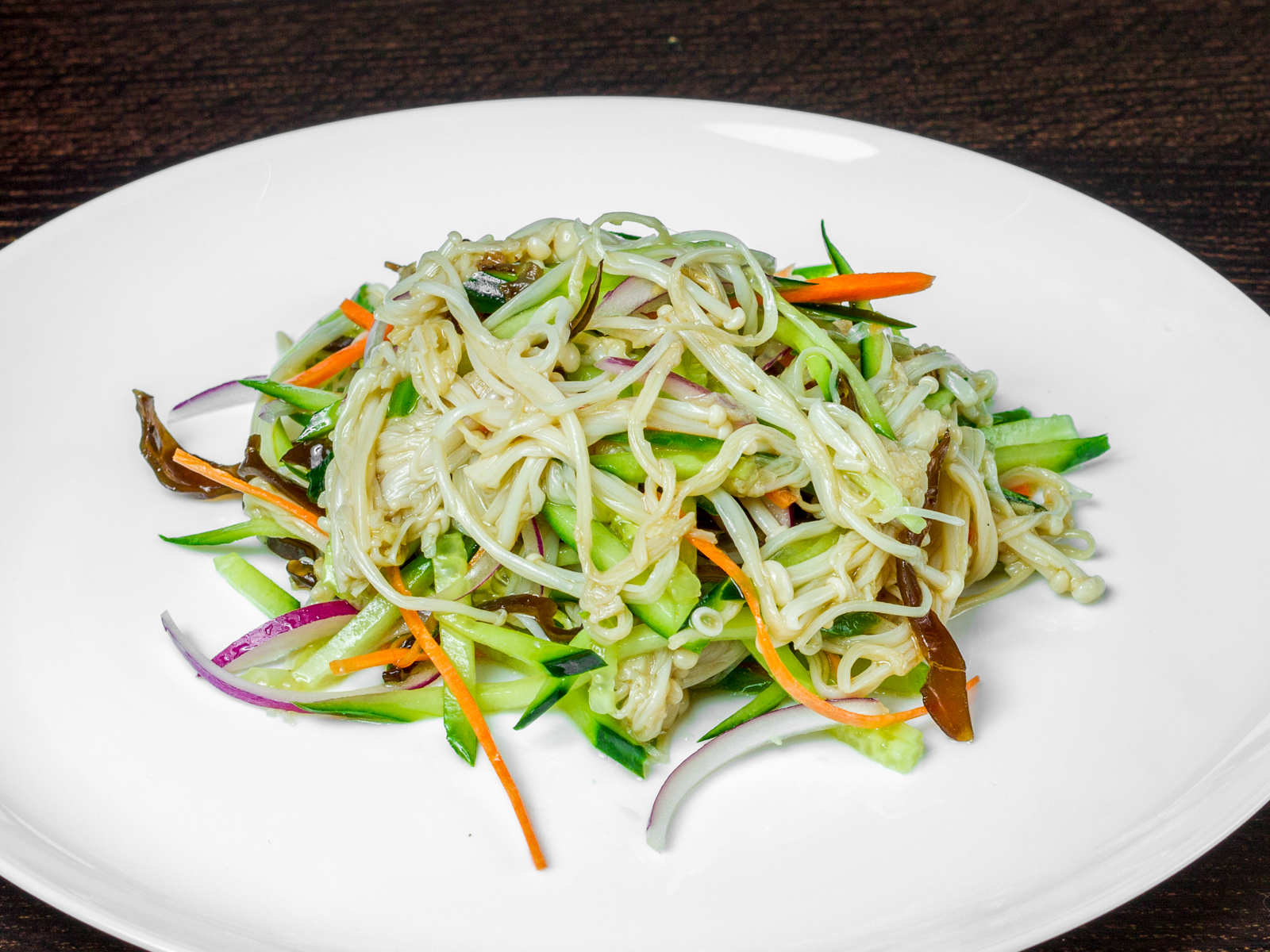 Салат с грибами Золотые нити и овощами