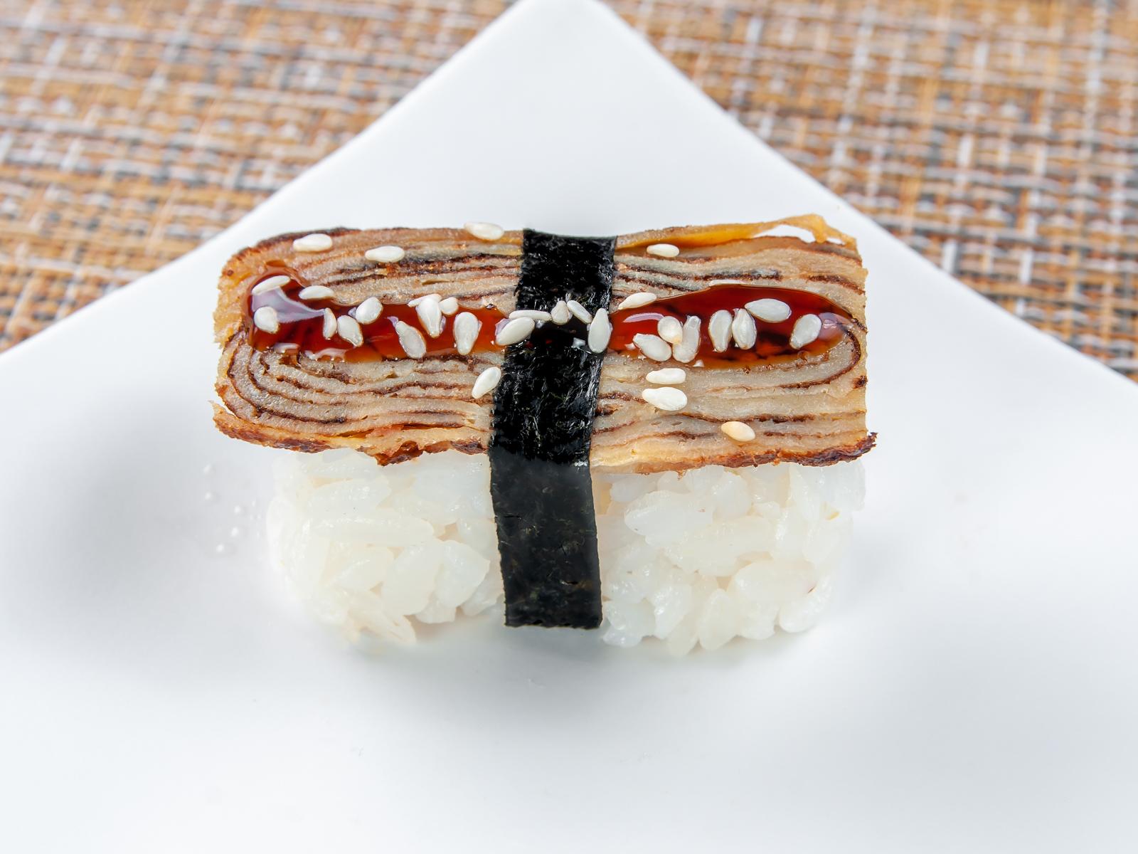 Суши Томаго нигири