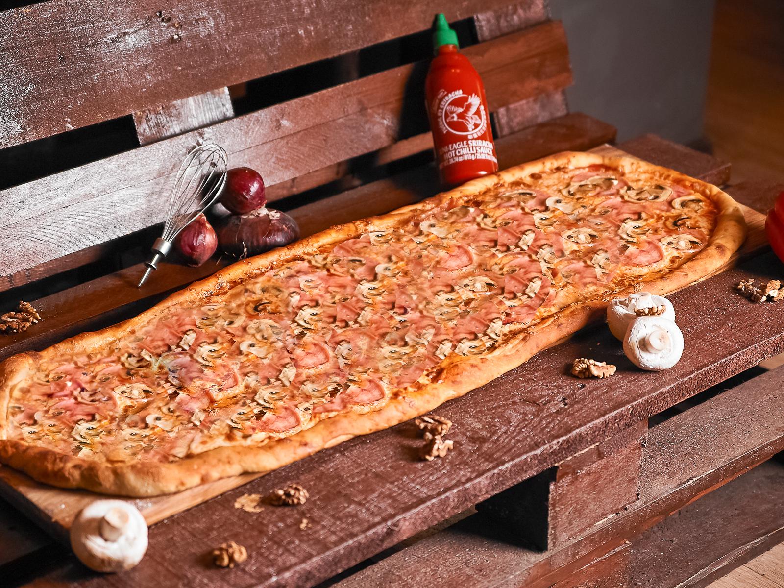 Пицца Ветчина грибы метровая
