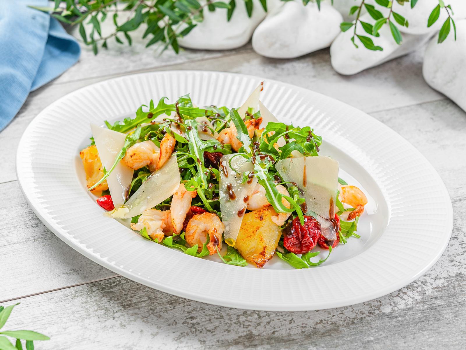 Салат Руккола с креветками и вялеными томатами
