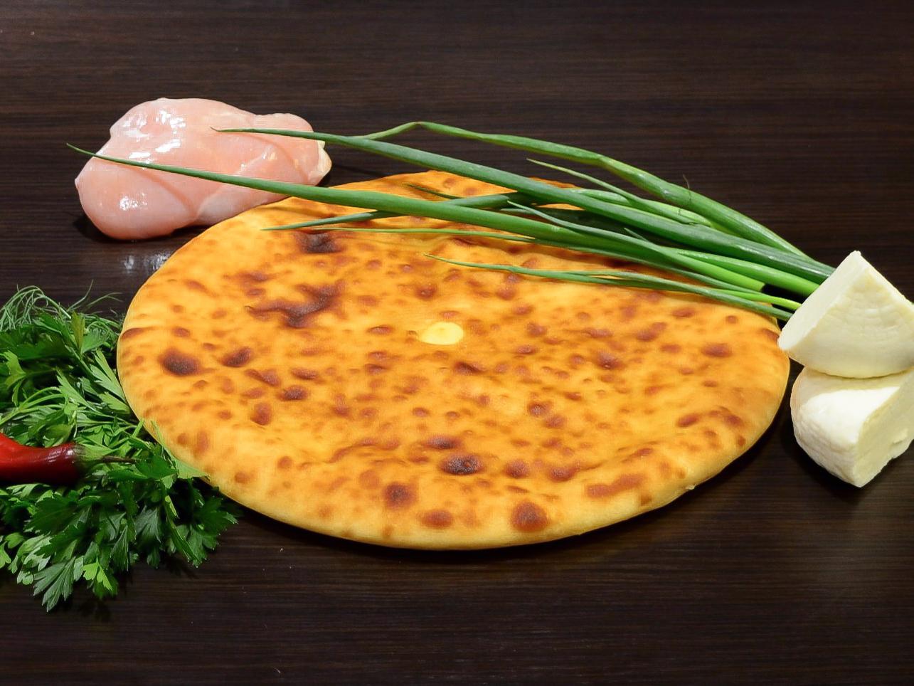 Осетинский пирог с курицей, осетинским сыром и зеленым луком