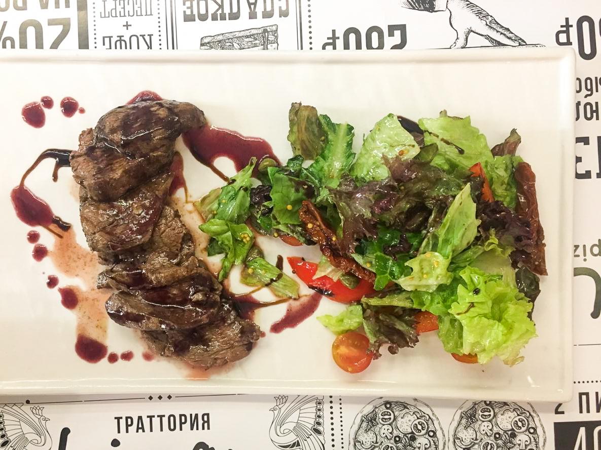 Тальятта из говядины с хрустящим салатом