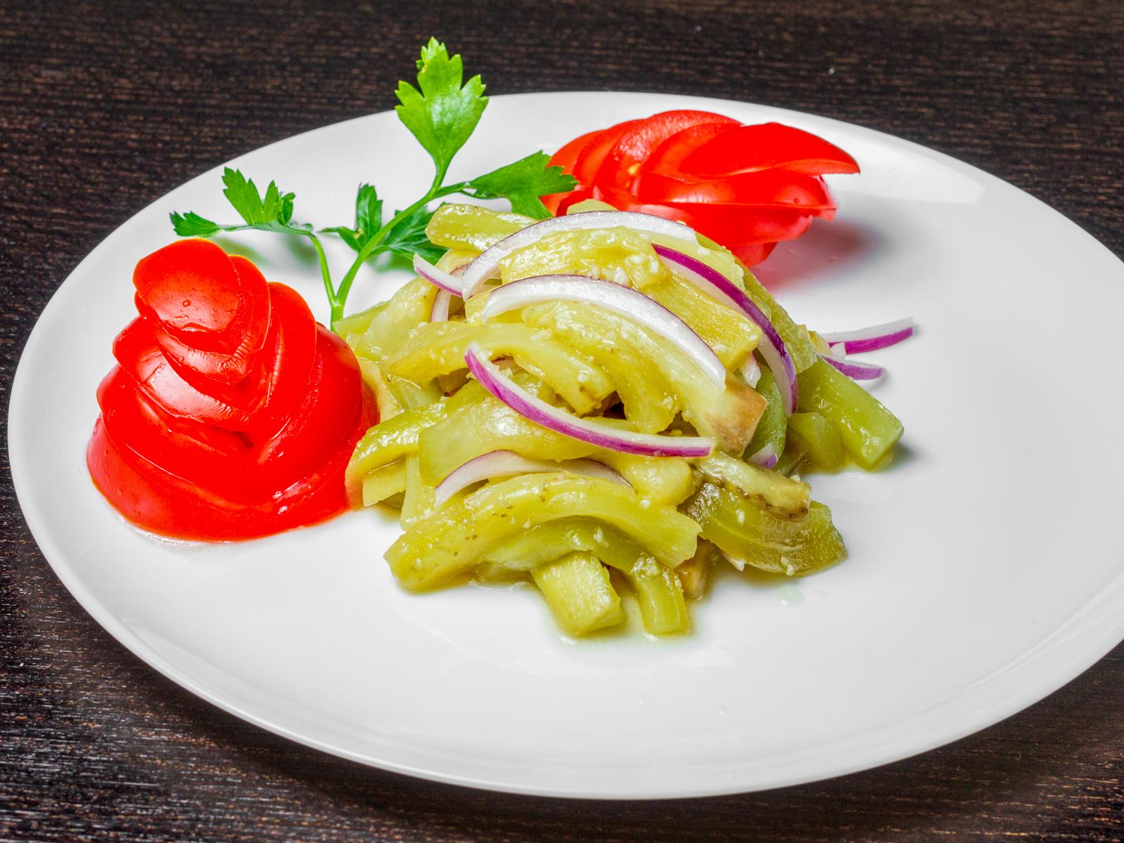 Салат с баклажаном и чесноком