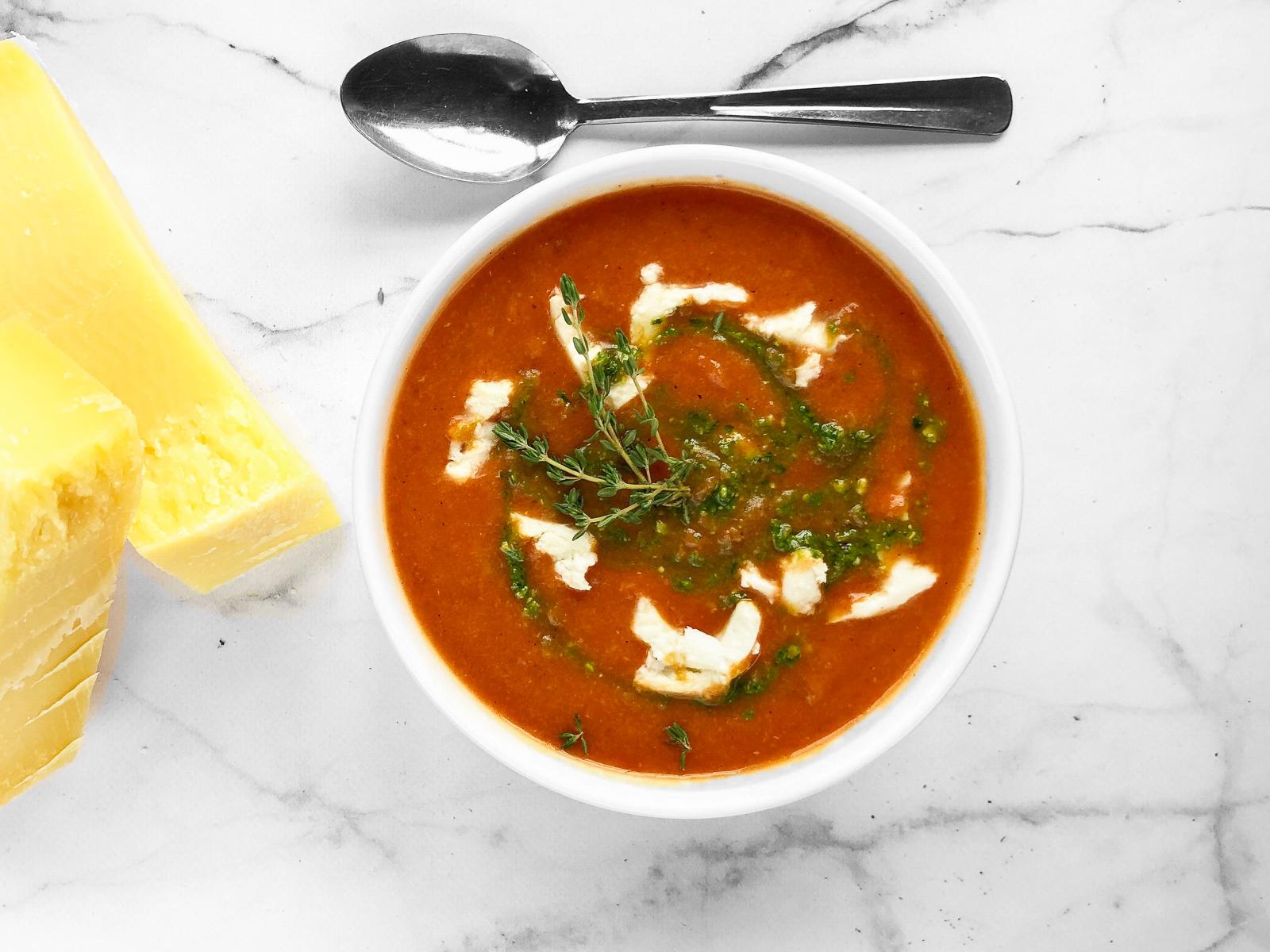 Суп Томатный с сыром моцарелла и свежим базиликом