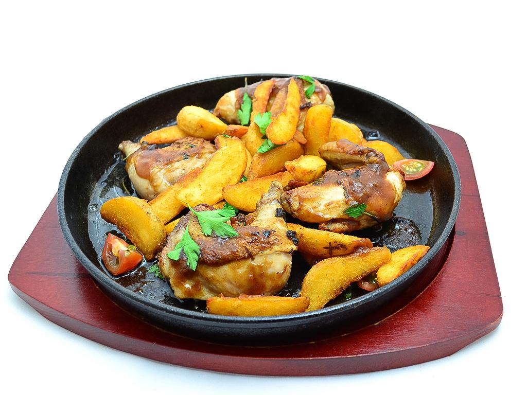 Цыплёнок на гриле с картофельными дольками