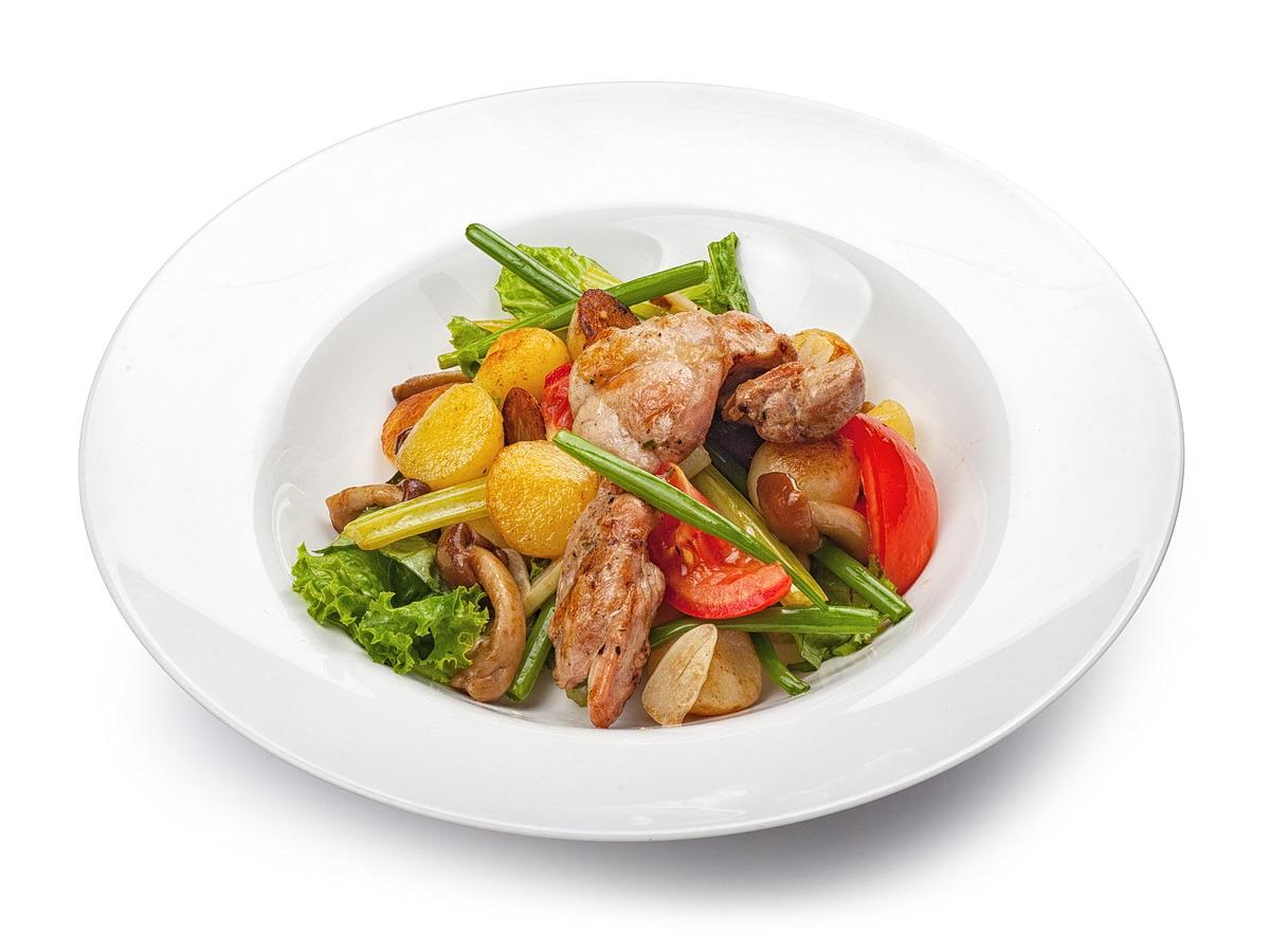 Теплый салат с курицей