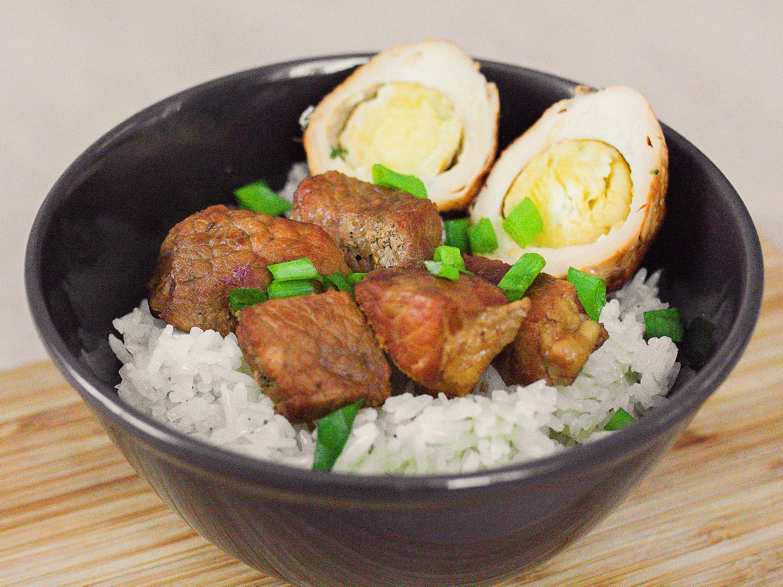 Тхит Хо с яйцом