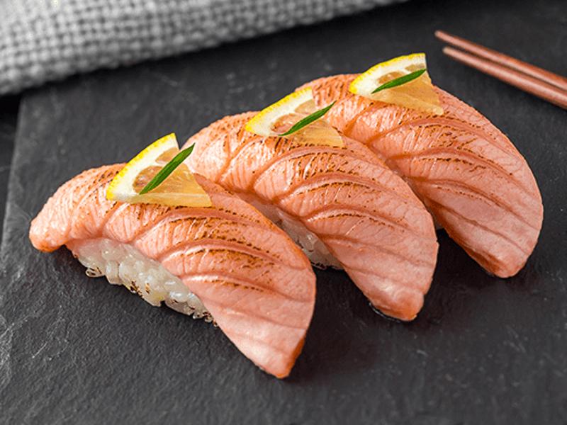 Суши сет Опаленный лосось с лимоном