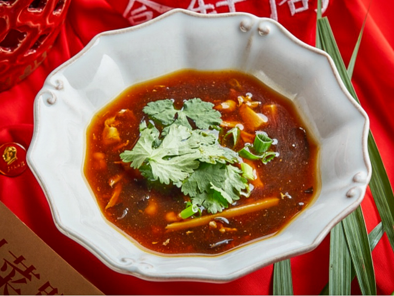 Кисло-острый суп с креветками и курицей
