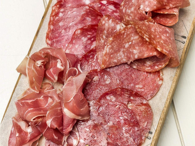 Ассорти итальянских мясных деликатесов