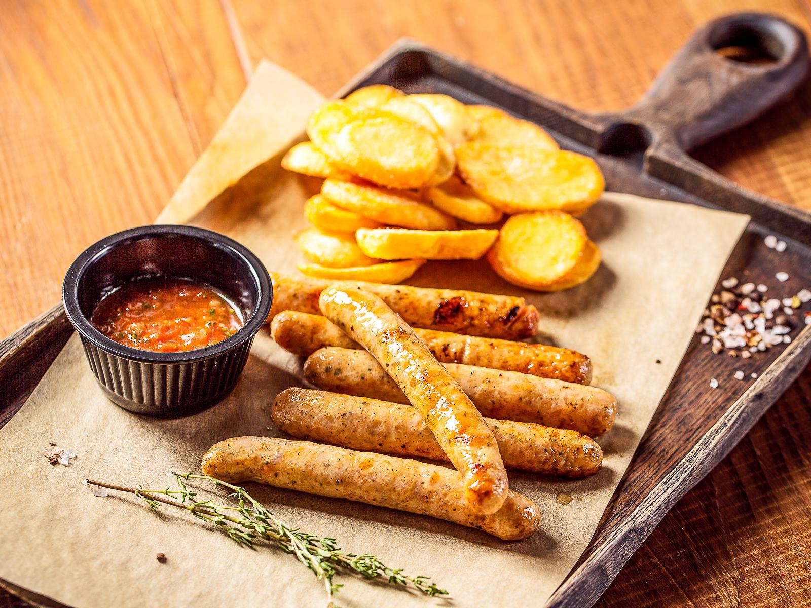 Фирменные колбаски из курицы с базиликом