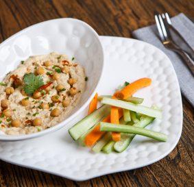 Хумус с сельдереем и овощами