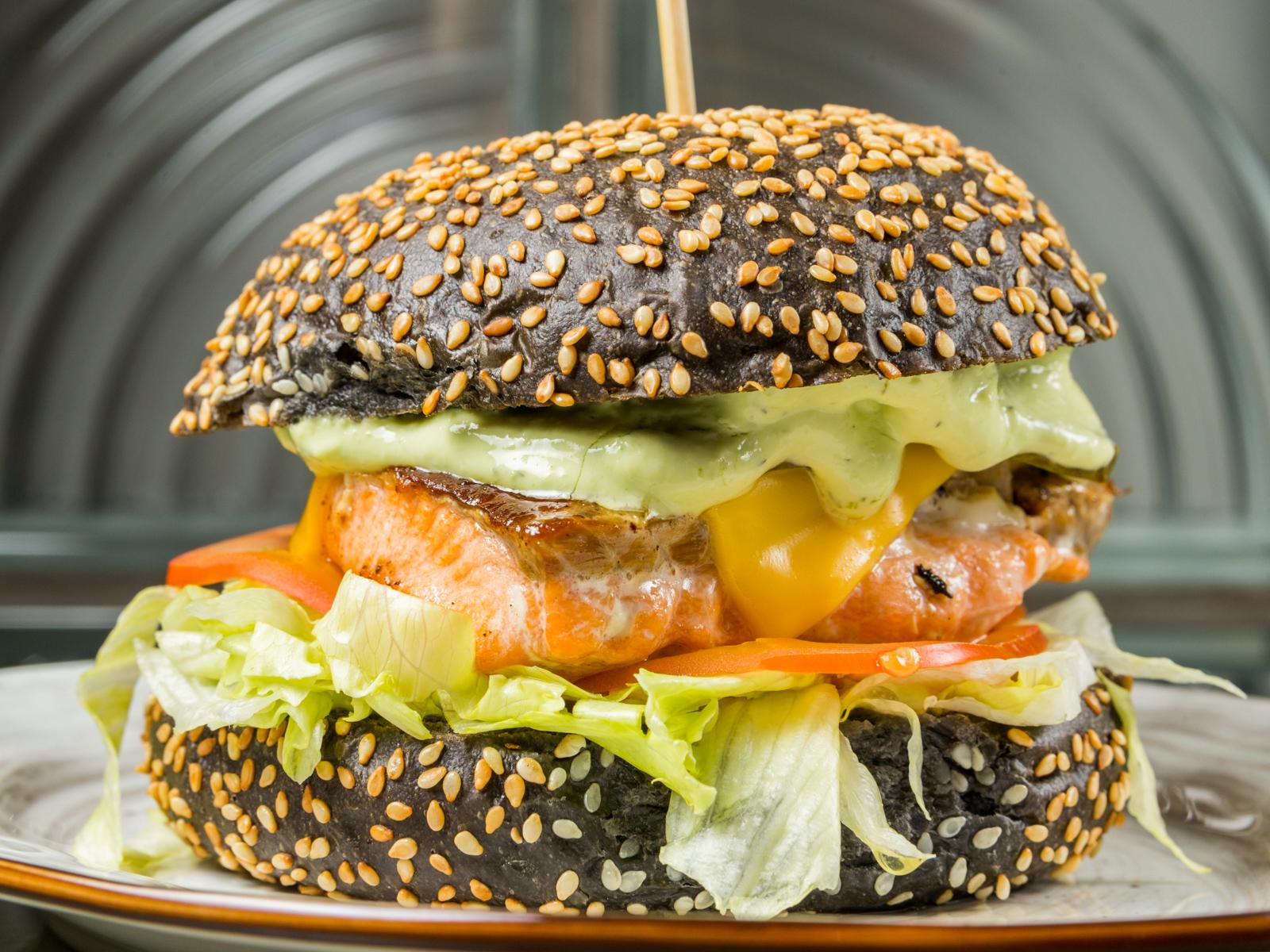 Бургер Осло с филе лосося
