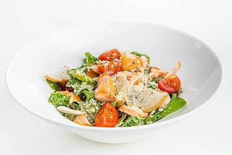 Фирменный салат Цезарь с индейкой
