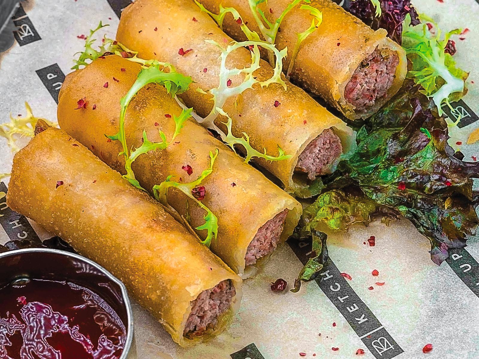Спринг-роллы с бараниной и азиатским соусом