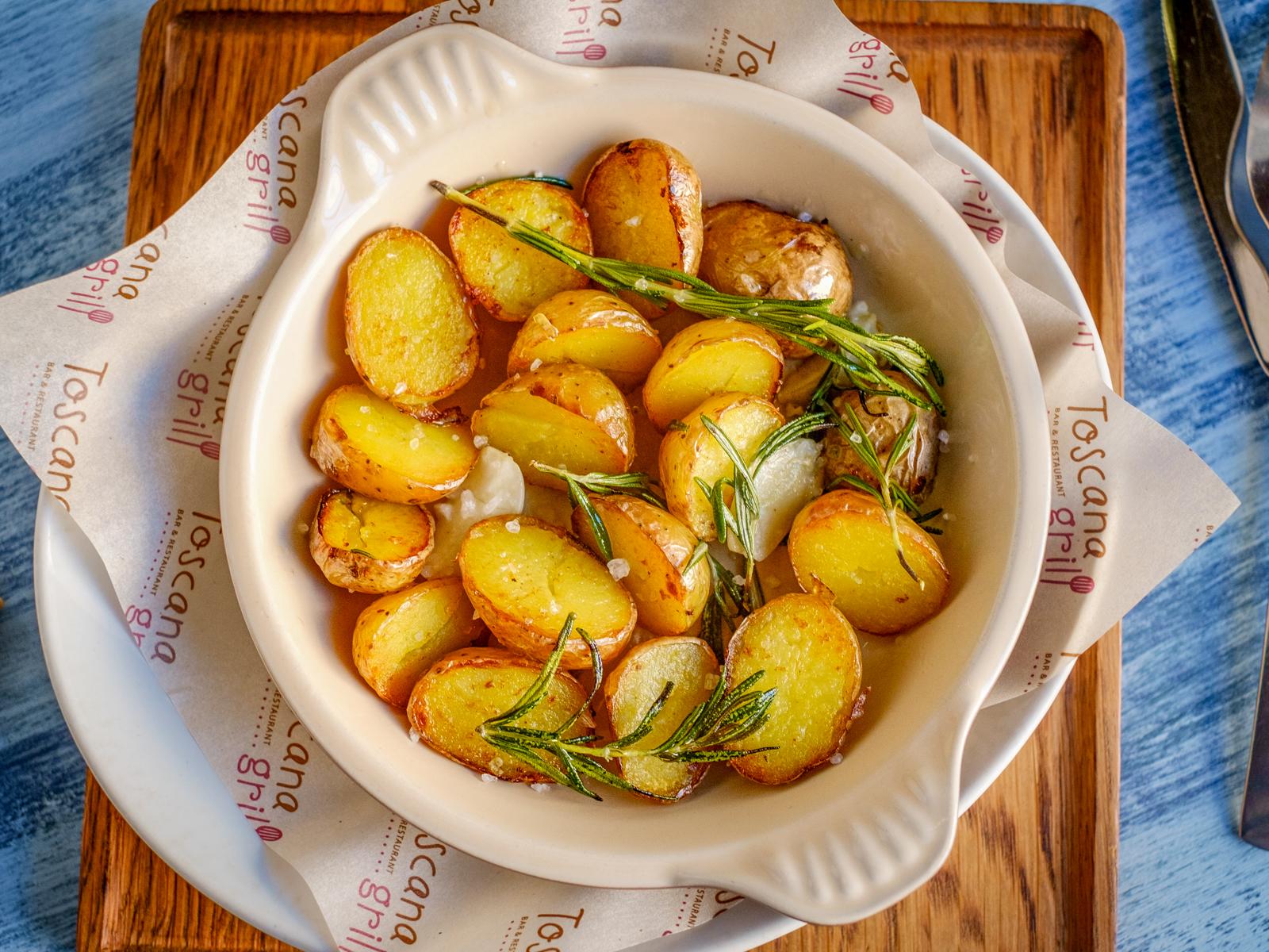 Картофель стоун с чесноком и розмарином