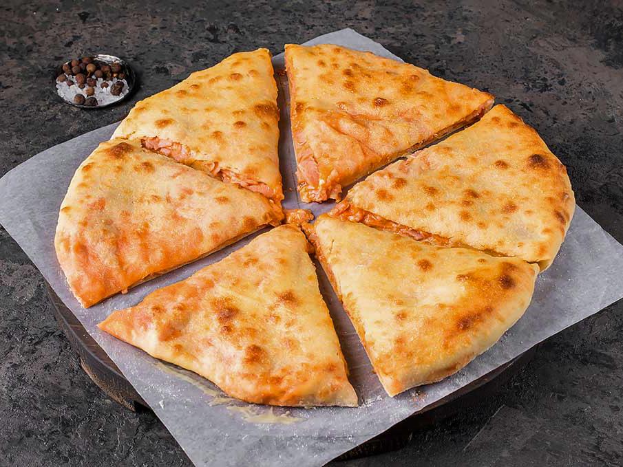 Осетинский пирог с ветчиной и беконом