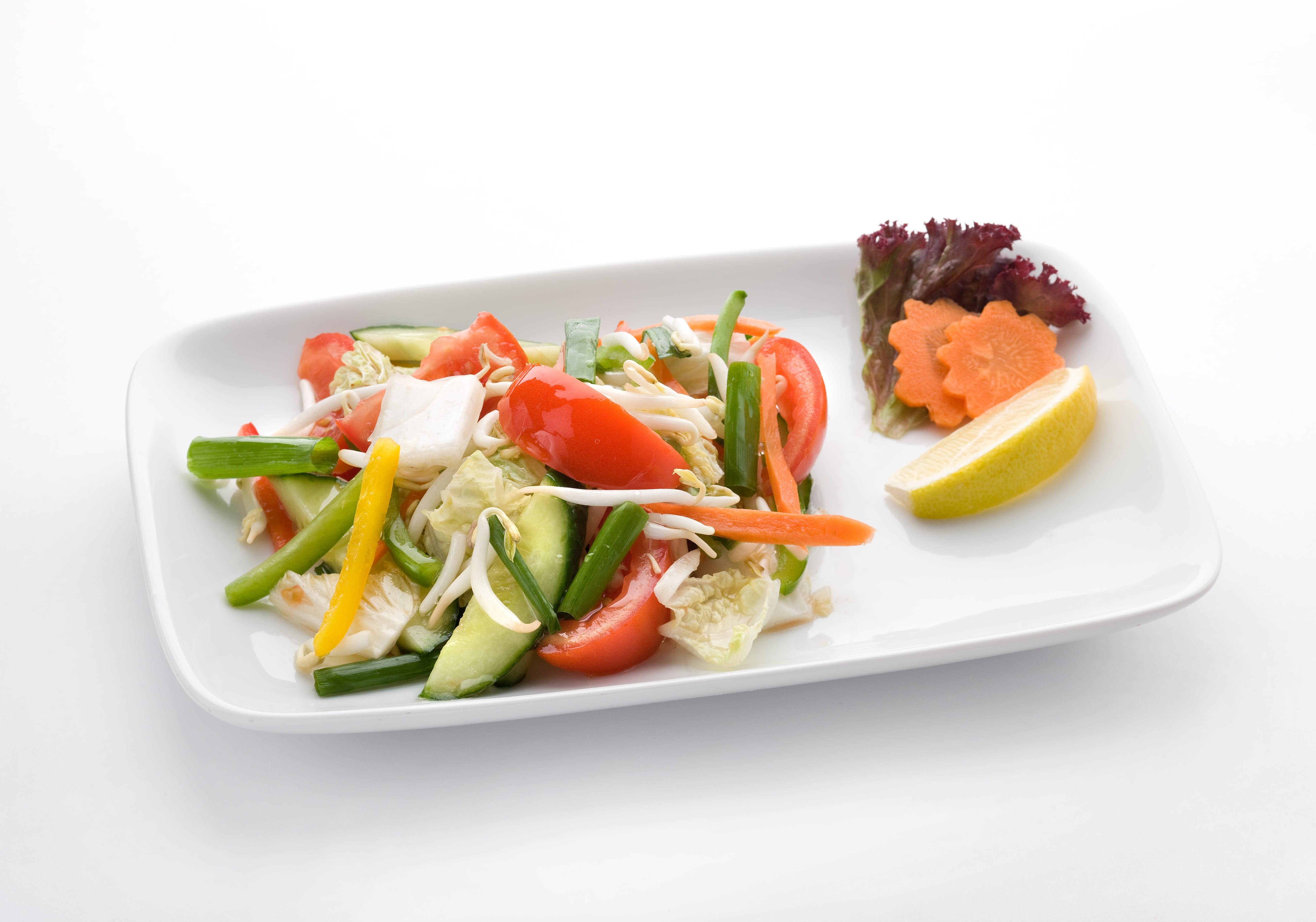 Овощной салат с ростками сои Пак Сод