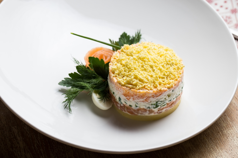 Салат Мимоза с слабосоленым лососем