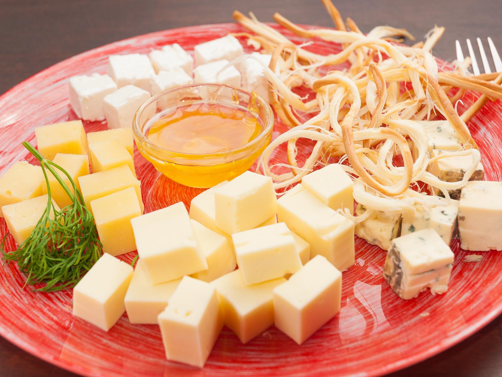 Сырная тарелочка