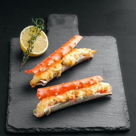 Фаланги камчатского краба запеченые с сырным соусом