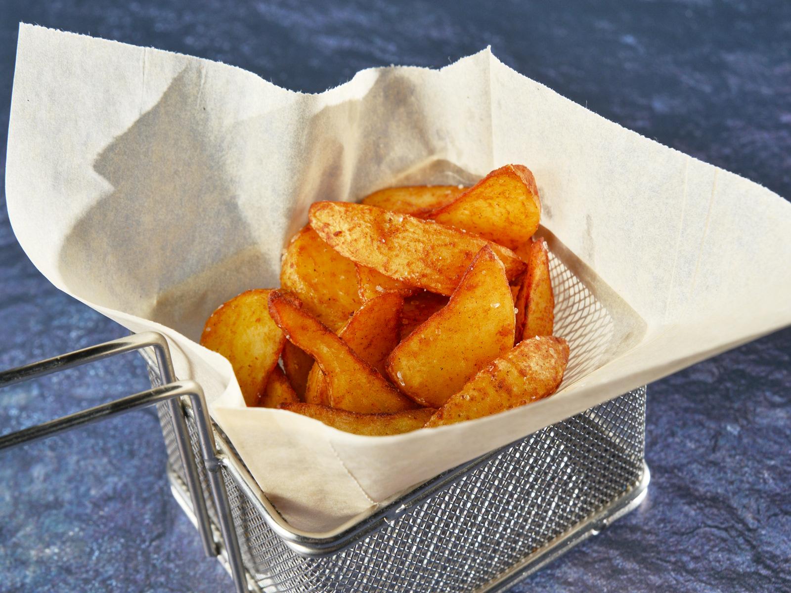 Румяный картофель по-деревенски