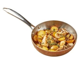 Домашний картофель молодой обжаренный с белыми грибами опятами и розамарином