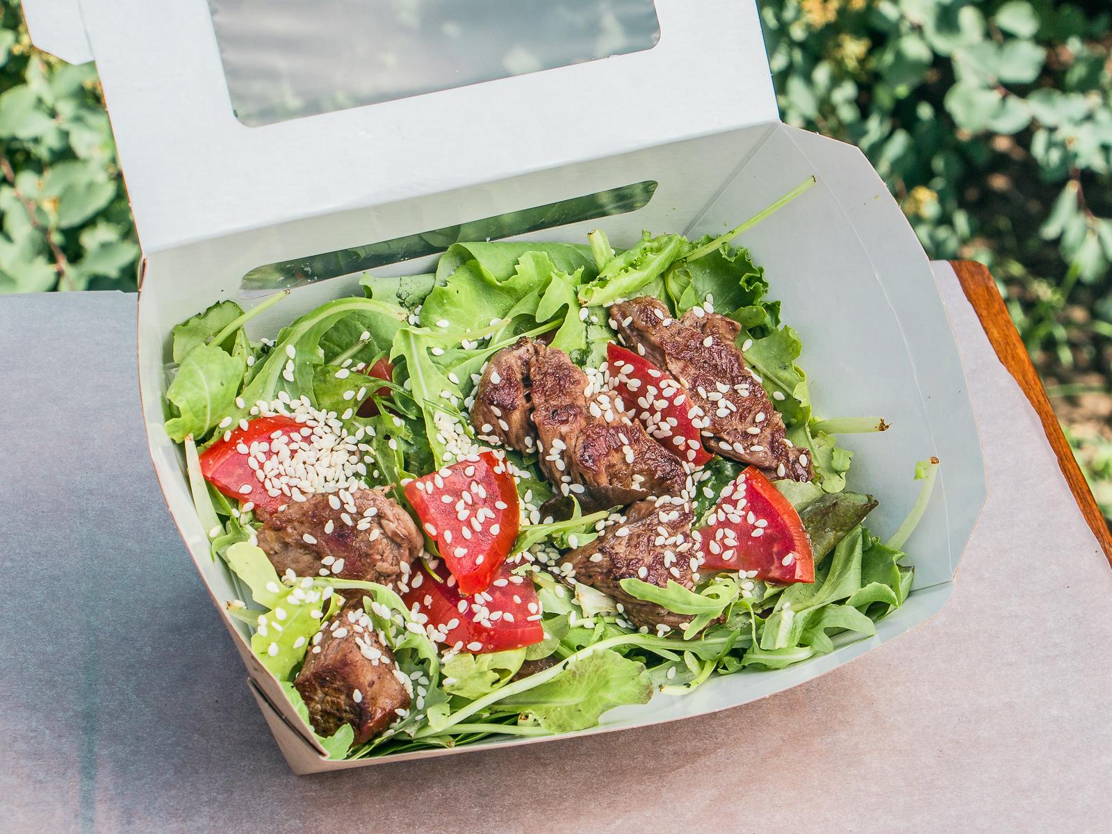 Салат с мраморной говядиной