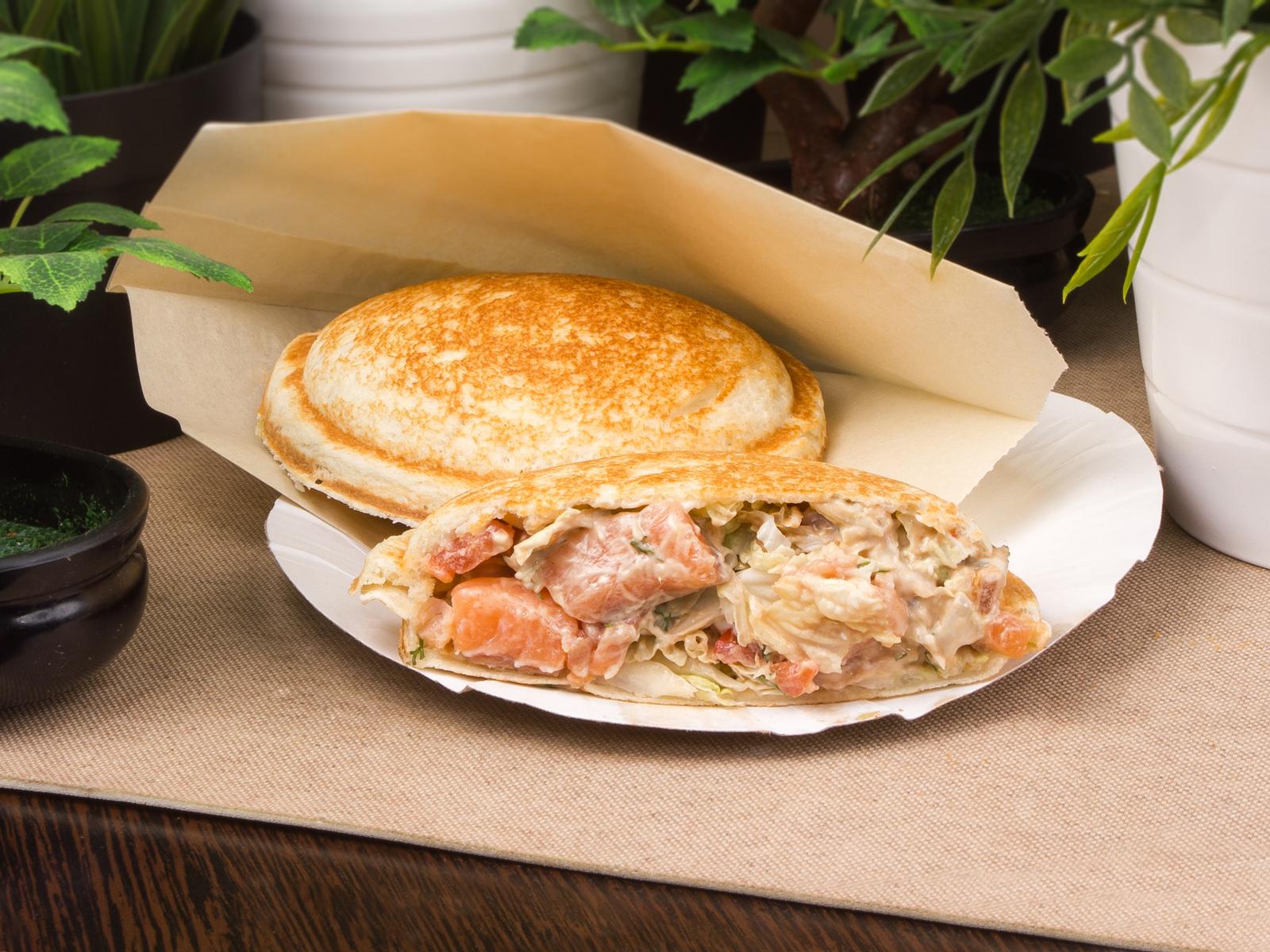Сэндвич с лососем слабосоленым