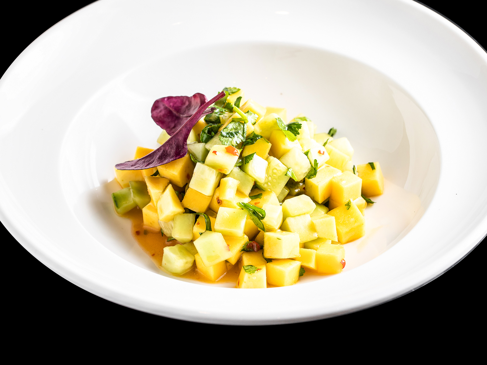 Салат из манго с огурцом