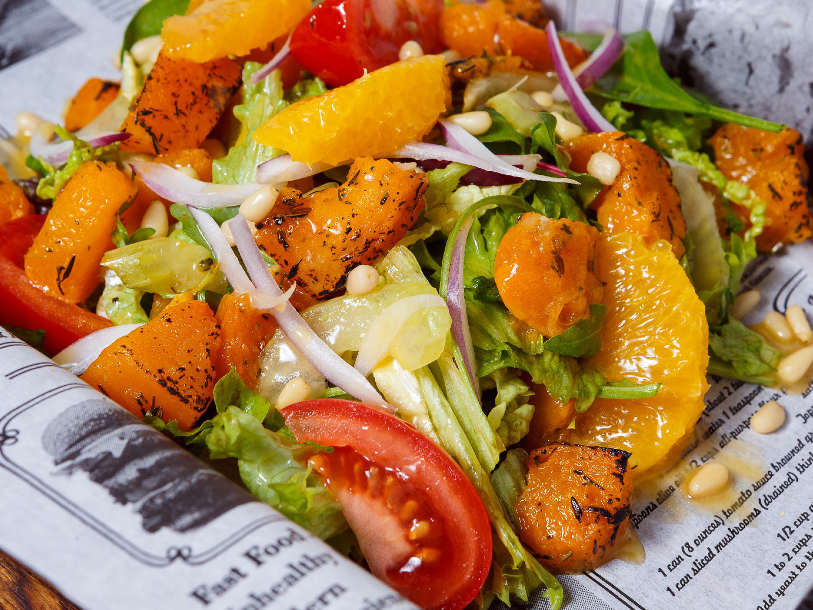 Теплый микс-салат с жареной тыквой