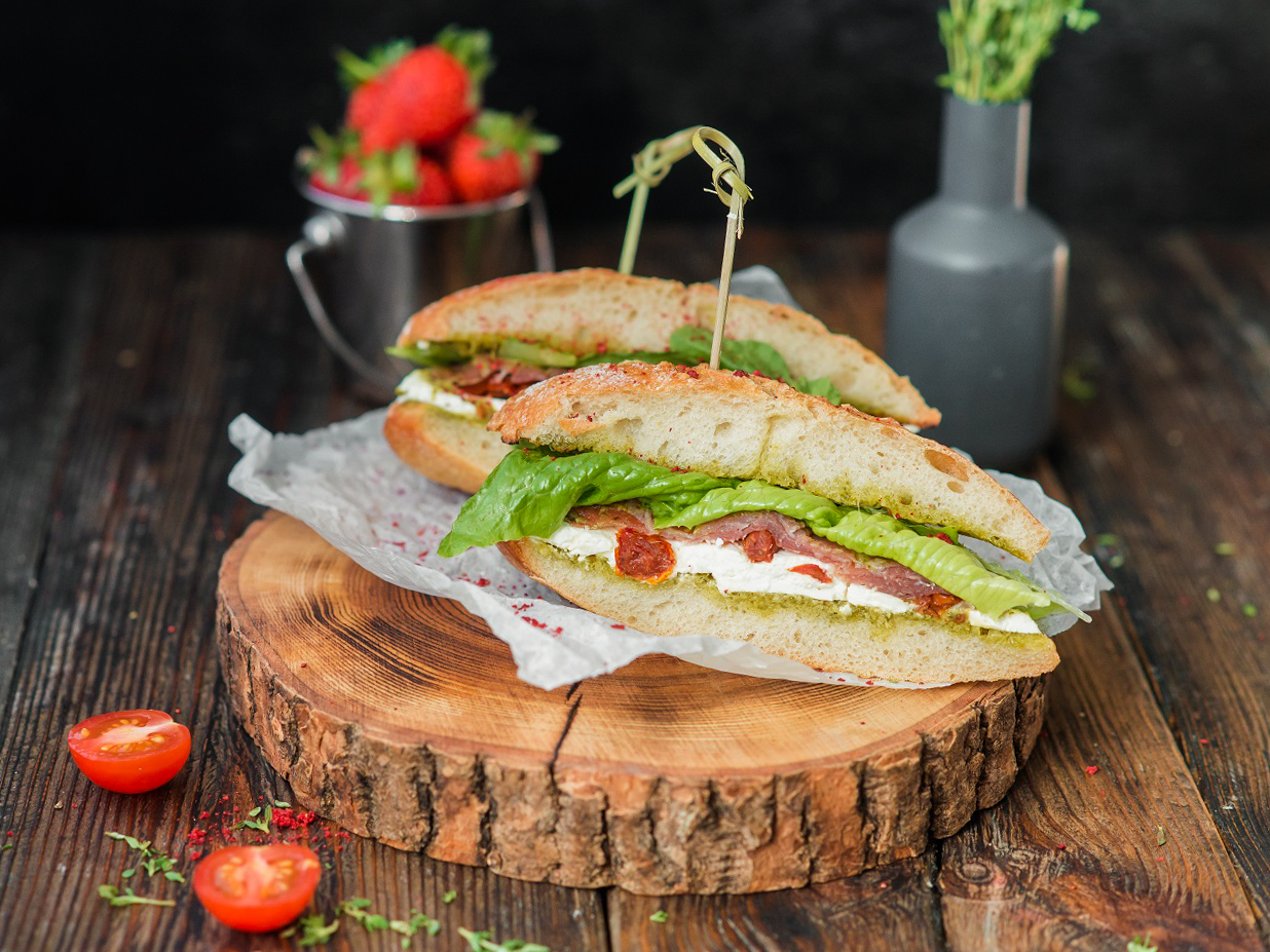 Горячий сэндвич с пармой