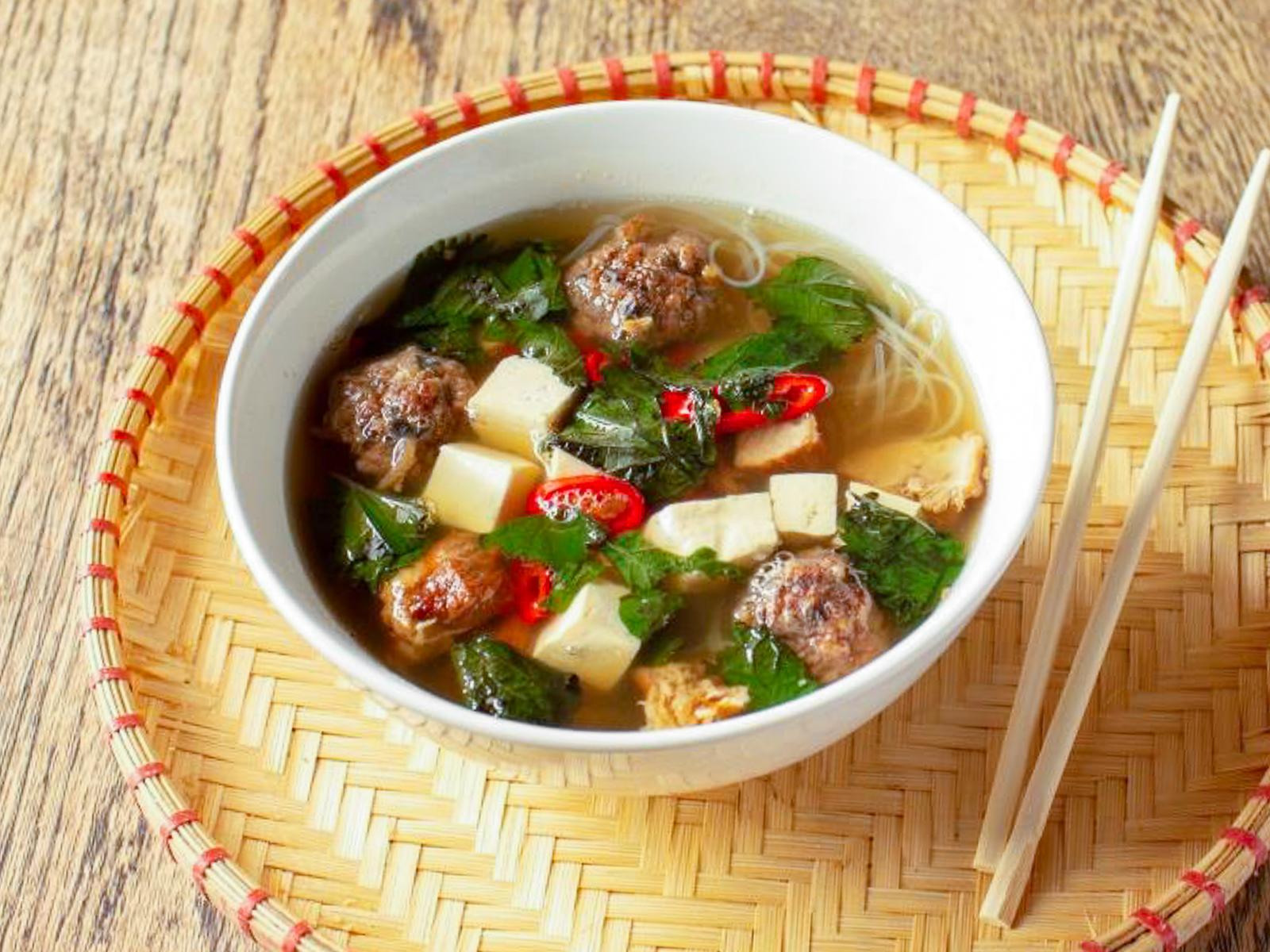 Суп со свининой и котлетками бунь
