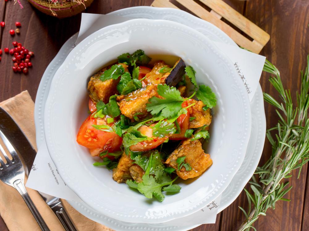 Салат с баклажанами и устричным соусом