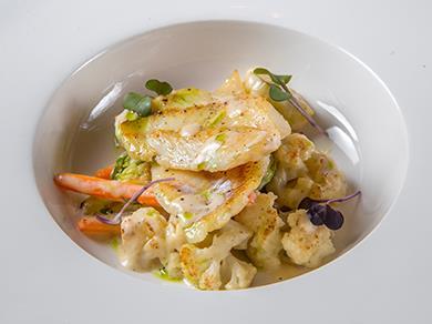 Морской окунь с овощами