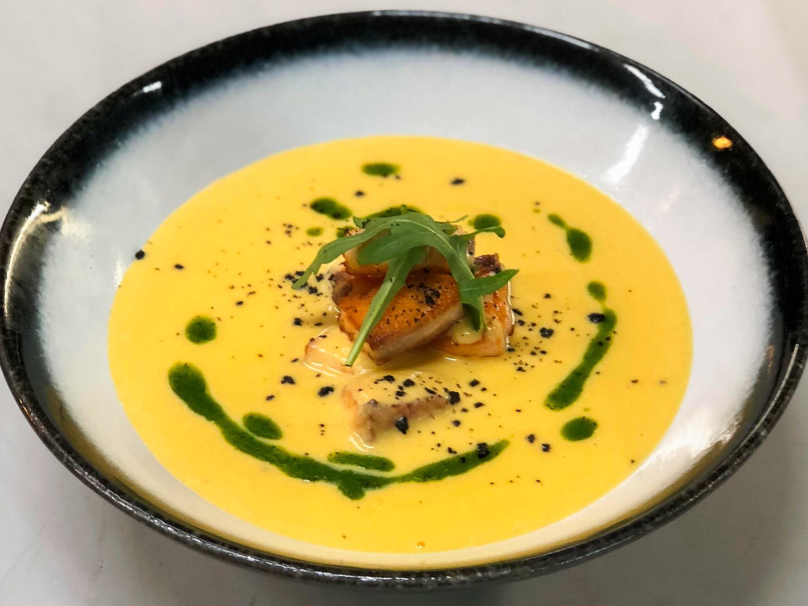 Тыквенный крем-суп с копченым лососем