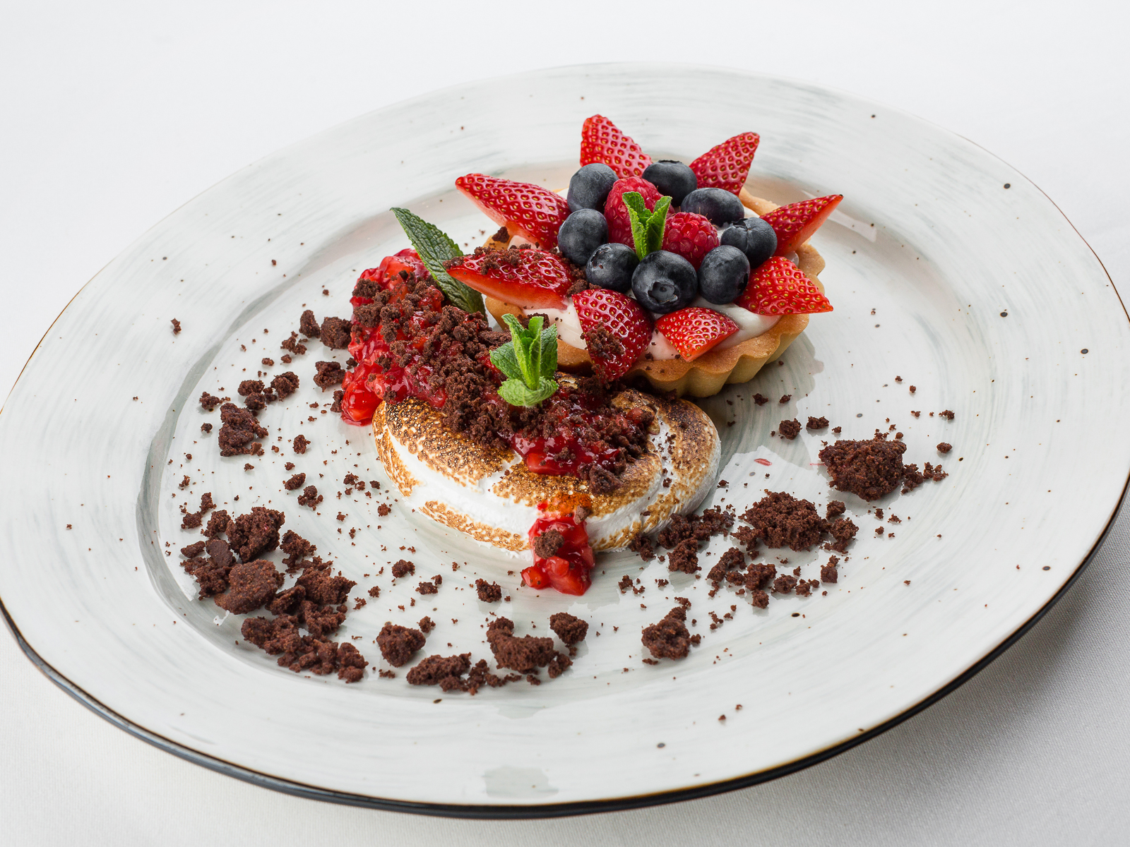 Кростатина с ягодами
