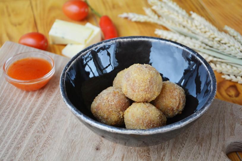 Сырные шарики с соусом «Сладкий Чили»